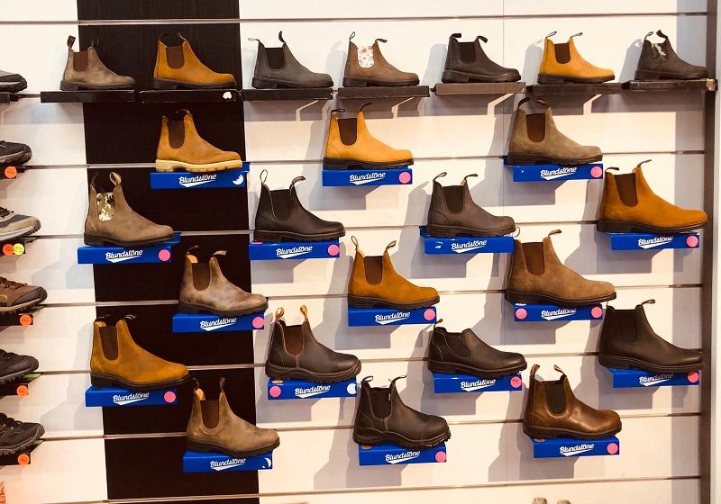 נעלי בלנסטון בראש העין קונים במחסני זול ספורט. צילום עצמי