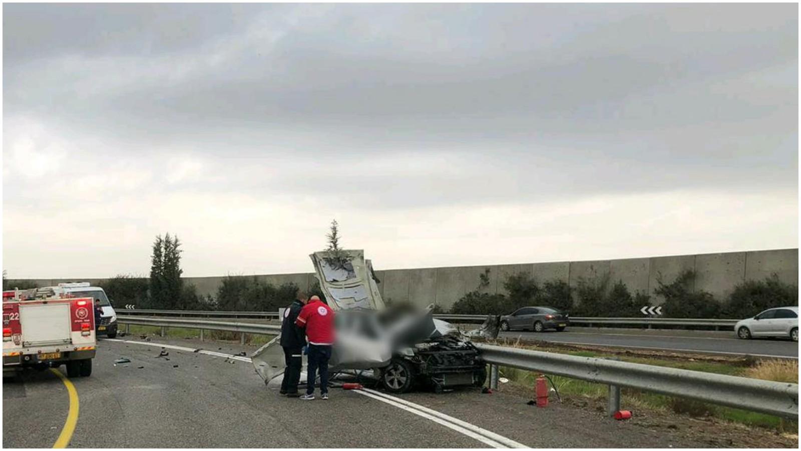 """הרכב בו אירע הפיצוץ בכביש 6 צילום מד""""א"""