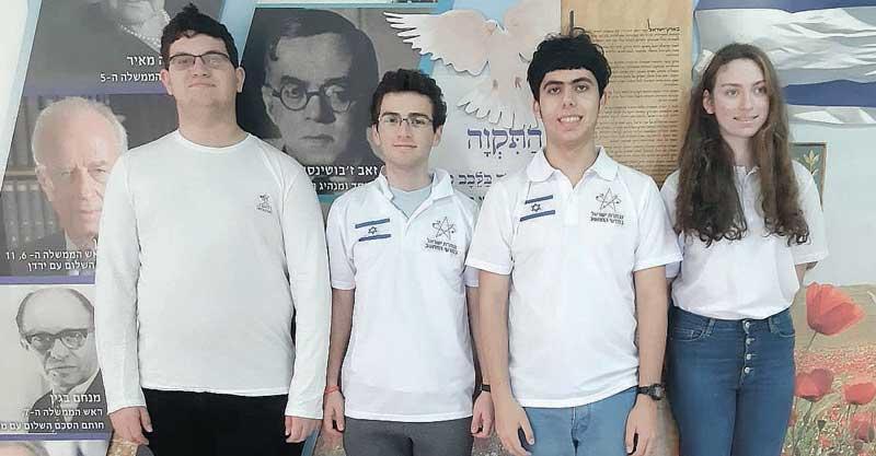תלמידי אחד העם בנבחרת ישראל: מימין לשמאל ניקול גרוסמן יא' 4, אלמוג ולד יא' 5 ,יונתן ניסים יב' 4, יונתן איגלר יב' 4