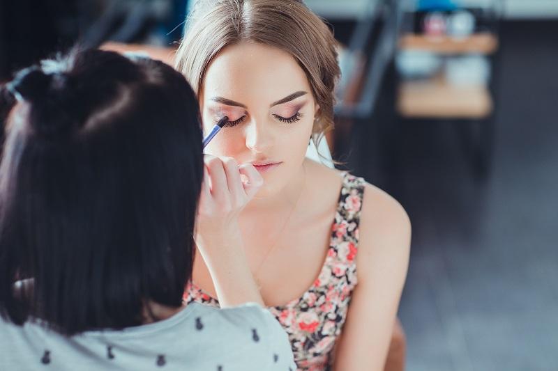 איפור לאירועים בפתח תקוה. צילום: Denys Ovcharenko, Shutterstock