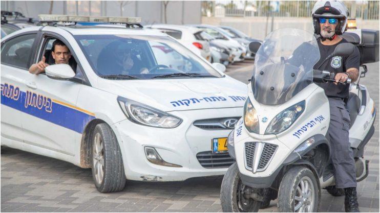 ניידת של אגף הביטחון בעיריית פתח תקוה. צילום דוברות העירייה