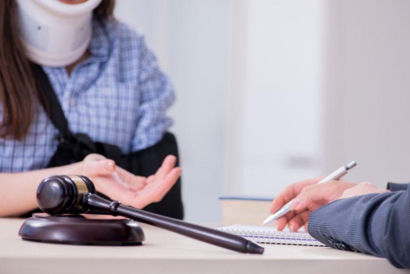 עורכי דין לתאונות עבודה בפתח תקוה: הכירו את משרד עורכי דין אסולין-בשארי (צילום: By Elnur, shutterstock)