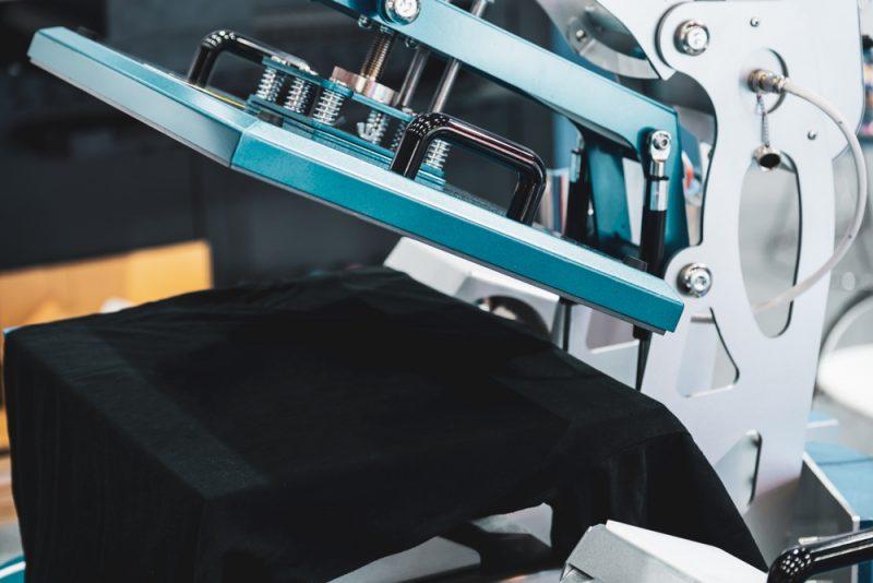 הדפסת חולצות בפתח תקוה. shutterstock By socrates471