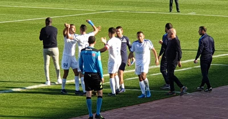 בוארון חוגג עם השחקנים את השער השני