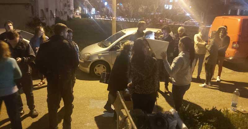 הפגנה בפתח תקווה מול ביתה של הסייעת ילנה סטרובינסקי . צילום יוליה גיטין טורגוד