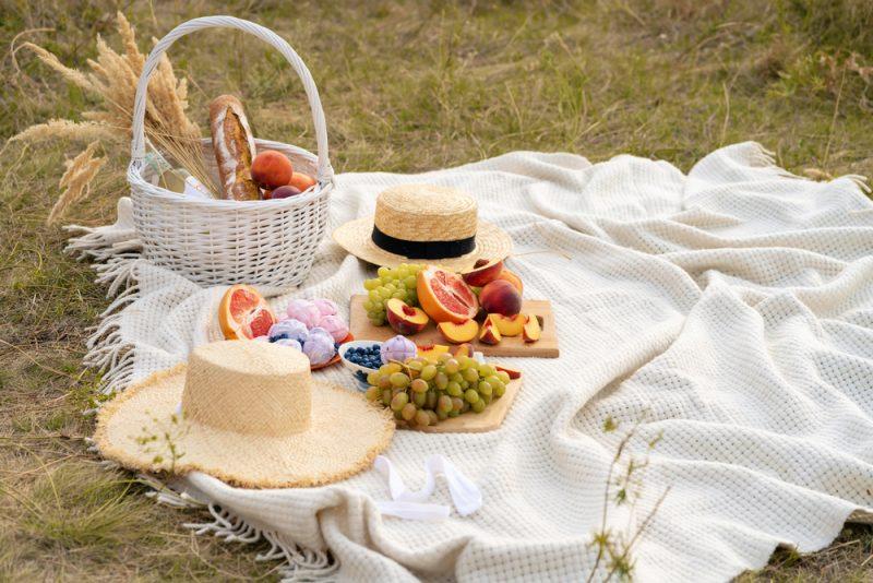 ארוחות בוקר בפתח תקוה: לאכול על רקע שדות ירוקים (צילום: By Try my best, shutterstock)