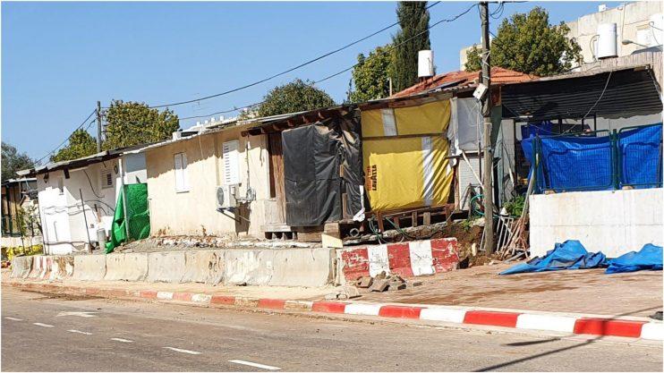 סלילת מדרכה צרה ברחוב מנחם בגין