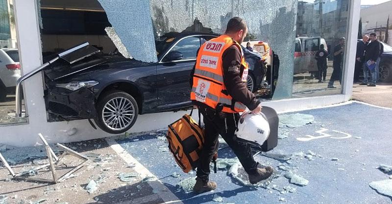 תאונה ברחוב אבשלום גיסין בפתח תקוה. צילום איחוד הצלה פתח תקוה