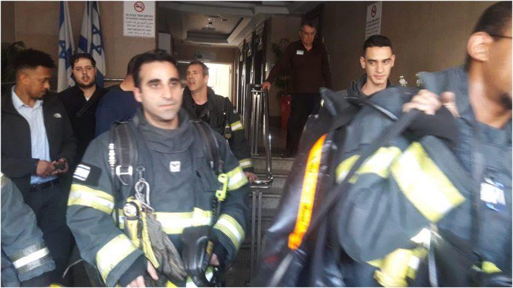 כיבוי שריפה בבניין פלינר. צילום באדיבות הכבאות