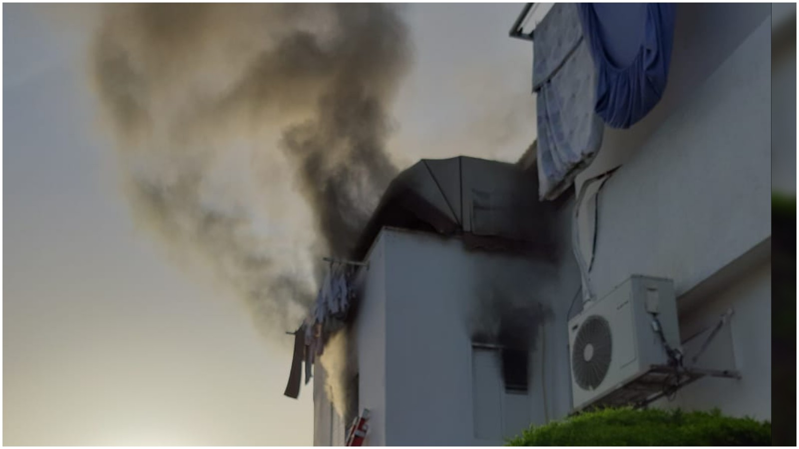 """שריפה ברחוב דרור. צילום דוברות מד""""א - הצלה פתח תקווה"""