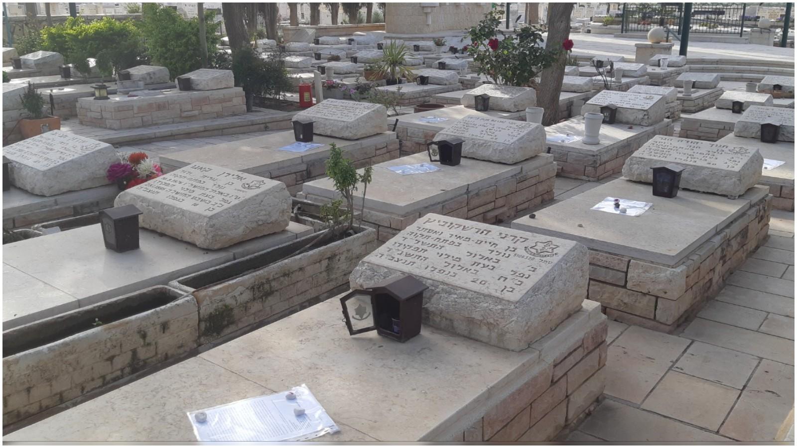 מכתבים על הקברים
