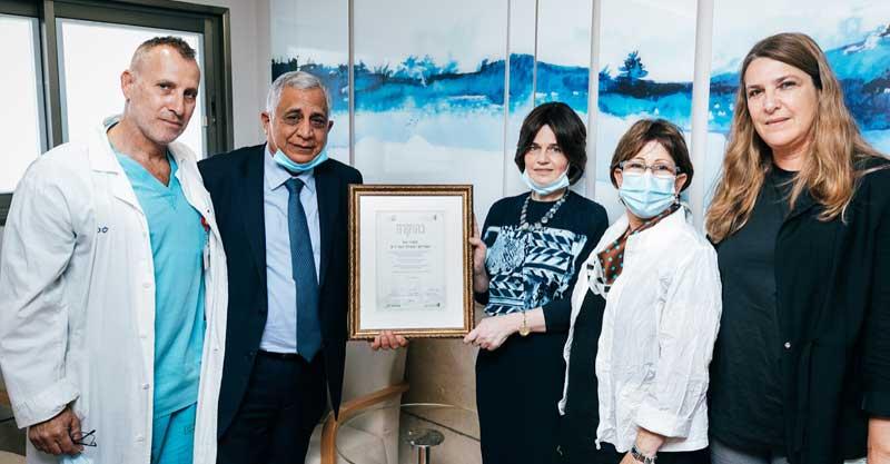 פיני כהן ורעייתו פנינית שתרמו את בינוי מחלקת ההשתלות החדשה. צילום באדיבות בית החולים
