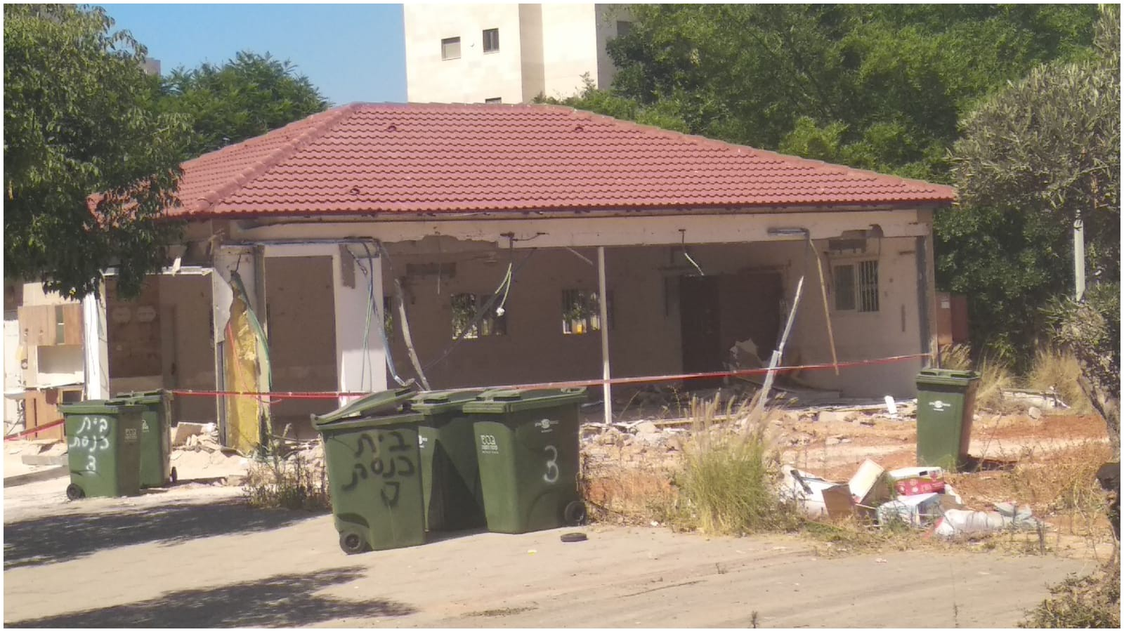 בית הכנסת הספרדי 'מרגלית' ברחוב אויערבך בכפר גנים ג' - נהרס חלקית על ידי העירייה. צילום פרטי