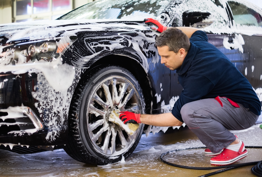 שטיפת רכבים בפתח תקוה: הכירו את פוג ווש. צילום: Shutterstock - Nejron Photo
