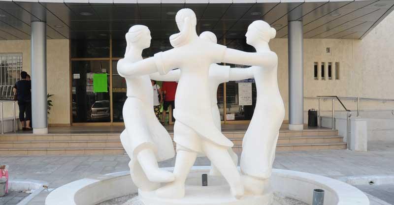 פסל ארבע האמהות. צילום זאב שטרן