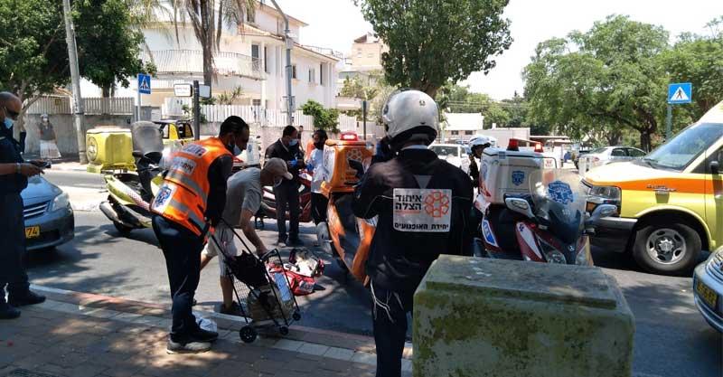 תאונה בה התהפך רוכב אופניים חשמליים ברחוב יוסף ספיר בפתח תקווה. צילום איחוד הצלה