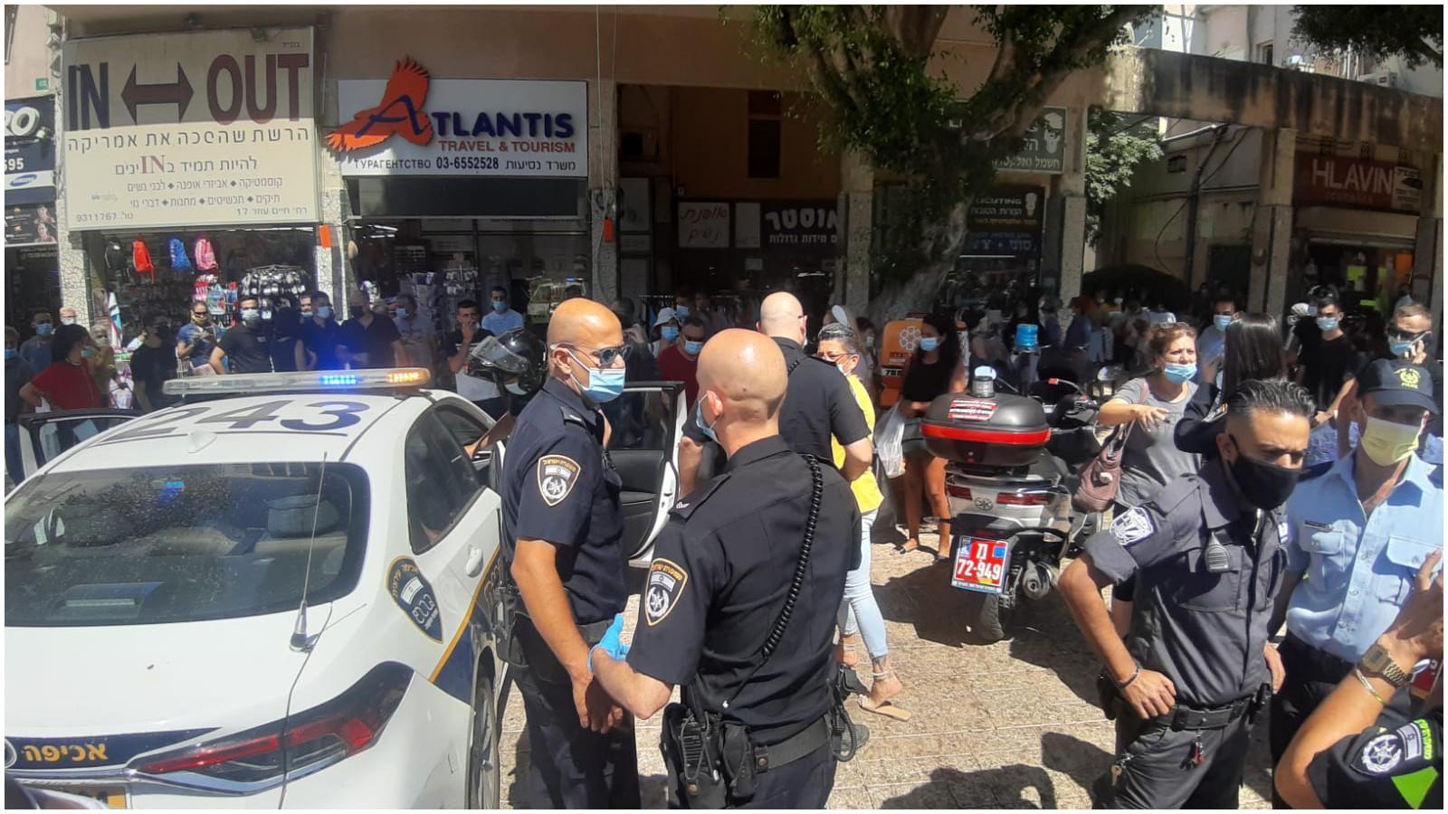 כוחות משטרה בזיררת ניסיון האונס ברחוב חיים עוזר