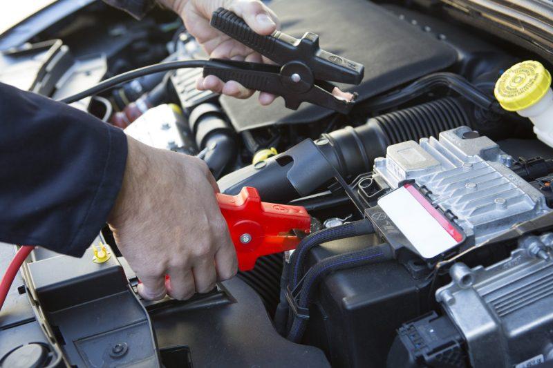 """מצברים לרכב בפתח תקוה: הכירו את """"שקד חלפים - י.ר.ש חלפים בע""""מ"""", צילום: ממאגר Ingimage"""