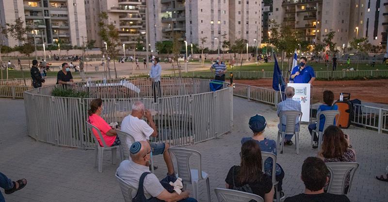 """טקס חניכת האנדרטה לזכר החייל אבי גרינצויג ז""""ל- צילום עיריית פתח תקווה"""
