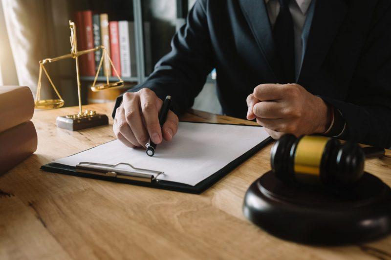 """גירושין זה לא סוף העולם: עו""""ד יוסף עיני בליווי משפטי צמוד. צילום: Shutterstock"""