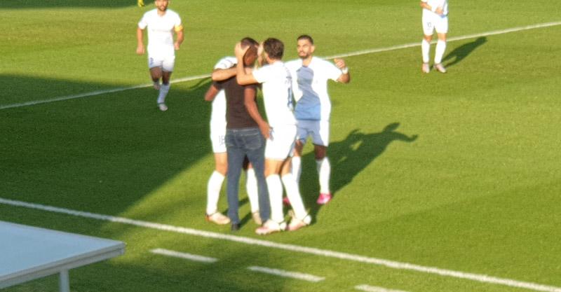השחקנים חוגגים את השער הראשון עם מסאי דגו