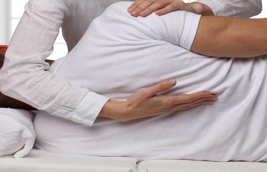 טיפול אוסטאופתיה צילום: shutterstock)