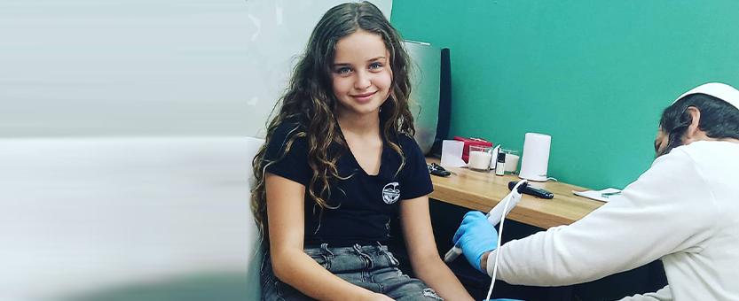 """טיפול בילדים בלייזר רך (צילום: שר""""פ פלוס)"""